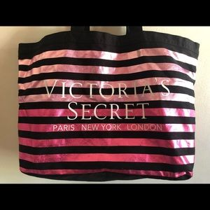 Victoria secret bag 17 inch/20 inches like new